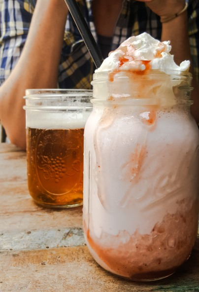 Pale Ale & Strawberry Shake @ Tugg Burgers, Lund